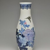 10.	初代三浦竹泉《釉下彩蝶牡丹文花瓶》David Hyatt King Collection