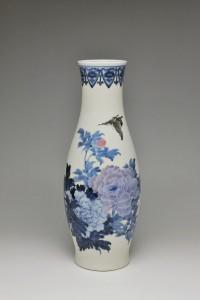10.初代三浦竹泉《釉下彩蝶牡丹文花瓶》David Hyatt King Collection